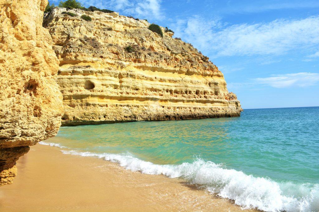praia-da-marinha-portugal